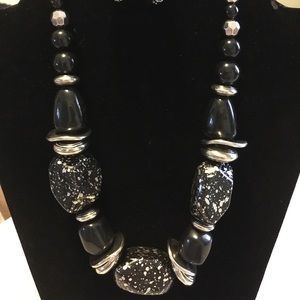 Paparazzi chunky black & silver necklace
